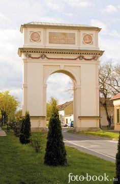 Vác, Hungary (Arch of Triumph) diadalív (Kőkapu) Empire Romain, Triomphe, Central Europe, Old World Charm, The Good Place, Hunky Dory, Recherche Google, Romania, Countries