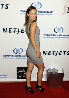 Olivia Wilde stuns in a grey sleeveless mini dress and high heels booties on the red carpet Olivia Wilde Bikini, Die Wilde 13, Gray Cocktail Dress, Actrices Hollywood, Beautiful Celebrities, American Actress, My Girl, Photos, Pictures