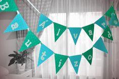 Guirnalda de banderines de foamy, By Queca Coqueta. Apple Garland, Candy Bar Party, Faux Snow, Pig Party, Streamers, Bunting, Doilies, Backdrops, Diy