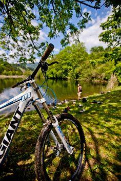Eine ausgiebige Pause während der Radtour ist bei so einer schönen Landschaft ein Muss. #Murau #Kreischberg #Radfahren (c) TVB Murau-Kreischberg ikarus.cc Pause, Berg, Bicycle, Vehicles, Biking, Landscape, Vacations, Summer Recipes, Bike