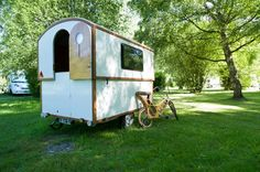 The Air Opus Pop-Up Camper is making on-the-road living so much easier by replacing the traditional pole and crank systems with an amazing self-inflating system. Pop Up Caravan, Mini Caravan, Mini Camper, Gypsy Caravan, Gypsy Trailer, Camping Gear, Camping Hacks, Motorcycle Camping, Camping Style