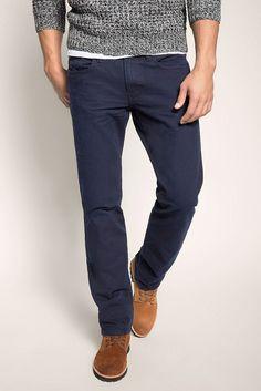 Grösseninfo: - Die Jeans fällt im Vergleich zu anderen Straight-Formen etwas kürzer aus. Die Länge 34 entspricht etwa der Länge 32. Bitte bestellen Sie sie ggf. eine Nr. länger.- Saumweite ca. 40 cm in Gr. 32/32 (variiert je Gr.) Material / Pflege: - kerniges Canvas-Gewebe mit körniger Struktur, dunkler Waschung und leichten Used-Effekten- Materialstärke: schwerere Qualität- Dehnbarkeit: nicht ...