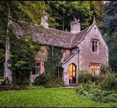 40 Small Rustic Cottage Exterior Design And Ideas Cozy Cottage, Cozy House, Cottage Style, Rustic Cottage, Stone Cottages, Cabins And Cottages, Stone Cottage Homes, Country Cottages, Country Houses