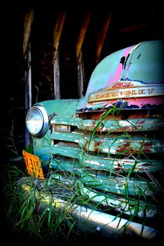 I love this photo! Chevy truck found while exploring old abandoned farmhouse. Farm Trucks, Cool Trucks, Chevy Trucks, Pickup Trucks, Rat Rods, Volkswagen, Classic Trucks, Classic Cars, Chevy Classic