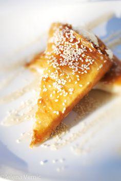 Φέτα μέλι και σουσαμιού / Feta with honey and sesame seeds