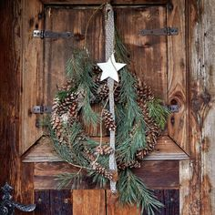 10 Ideen für Türkränze | Mein schönes Land bloggt Cabin Christmas, Christmas Fun, Christmas Wreaths, Xmas, Christmas Ornaments, Colorado Cabins, Wood Slices, Homemade Christmas, Christmas Projects