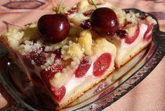 Jednoduchý třešňový koláč s tvarohem a drobenkou