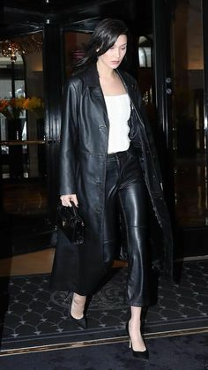 Leather Trench Coat Woman, Long Leather Coat, Real Leather, Vintage Leather, Style Invierno, Mantel Trenchcoat, Designer Leather Jackets, Bella Hadid Outfits, Leather Jacket Outfits