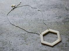 Nytt i shoppen! 300 kr hexagone_outline_ivory_engstromdesign