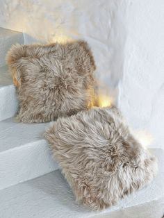 bonte kussens  https://www.nordichouse.co.uk/luxurious-sheepskin-cushion-caramel-p-2087.html