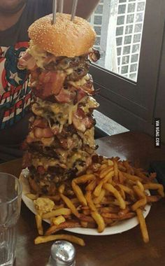 2.4 kilos of meat, 60 different toppings. can you finish this monstrocity?