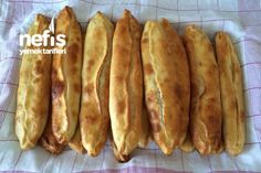 How to Make Mince Pita Recipe? Illustrated explanation of Mince Pita Recipe in person's bo Yummy Recipes, Pita Recipes, Bread Recipes, Yummy Food, Turkish Pizza, Mince Meat, Turkish Recipes, Cuisines Design, Fish Dishes