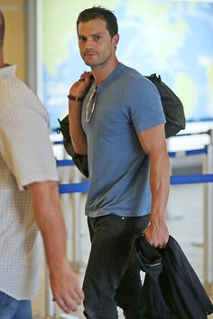Jamie Dornan Life: New Pictures of Jamie Leaving Vancouver (June 30) :: <oh my dear lord the arm vein ::flails::