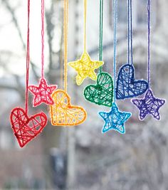 Caron Hearts and Stars Dream Catchers, Pink in color Diy Dream Catcher For Kids, Dream Catcher Pink, Dream Catcher Mobile, Dream Catcher Craft, Homemade Dream Catchers, Dream Catcher Patterns, Making Dream Catchers, Fun Crafts For Kids, Diy For Kids