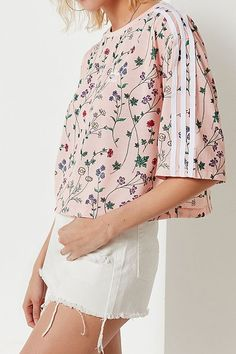 ebe483294698b adidas Originals Floral Cropped Tee Skate Style
