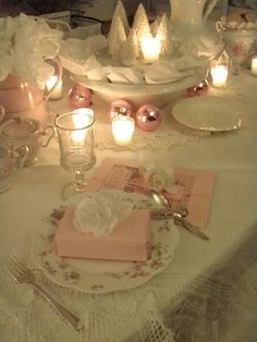 Christmas Pink Table Scape...I have very old china, with pink cabbage roses, and could do this so easily! <3 how pretty this is!
