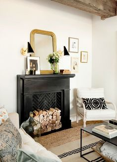 Fireplace decoration ideasDifferent undefined only on this pageFaux fireplace idea in the living room area + interior design interior design livin .Faux fireplace idea in the living room area + interior design interior design Black Fireplace, Fireplace Mantle, Fireplace Design, Fireplace Ideas, Victorian Fireplace, Fake Mantle, Vintage Fireplace, Fireplace Seating, Fireplace Kitchen