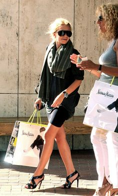 Ashley Olsen out shopping in slouchy layers and strappy heels. #style #fashion #hairspiration #olsentwins