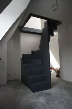 Halbgewendelte Raumspartreppe Half-spiraled space-saving staircase Related posts: Keep even the smallest pantry organized with these clever, space-saving storage … Hi Maxx, we would love a space on the front porch…. Attic Stairs, House Stairs, Space Saving Staircase, Escalier Design, Attic Conversion, Loft Room, Interior Stairs, Attic Rooms, Staircase Design