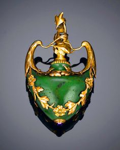 Nephrite Jade Bell Push by Fabergé, ca. 1890, via Rauantiques. https://musetouch.org/?cat=29