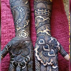 Choose your favourite from Share & Tag Mehndi Lover♥️Mehndi Designs added a new photo.No automatic alt text available.