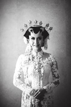 Kebaya for traditional wedding | Diandra & Taufiq Wedding Day By | http://www.bridestory.com/ma-fotografia/projects/diandra-taufiq-wedding-day-by-dhika