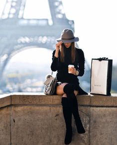 Parisian Style - Click the pic for more inspo from Paris outfits style summer teenage frauen sommer for teens outfits Paris Outfits, Winter Outfits, Winter Clothes, Paris Clothes, Street Style Inspiration, Style Parisienne, New Street Style, Street Chic, Street Art