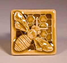 i can see this as well as other's on tiles. butterflies, grasshoppers, ladybugs, caterpillars, etc. Buzzy Bee, I Love Bees, Bee Art, Save The Bees, Bee Happy, Bees Knees, Reno, Queen Bees, Mellow Yellow