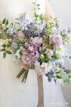 The bride's bouquet is almost as important as her wedding dress. With so many flowers and options, it is time to put together your own spring wedding bouquet. Spring Wedding Bouquets, Purple Wedding Flowers, Bride Bouquets, Bridal Flowers, Flower Bouquet Wedding, Floral Wedding, Natural Wedding Flowers, Wedding Flower Arrangements, Marie