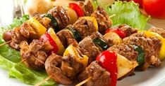 Kebab in the oven Ingredients: Meat (beef or pork) Bow Pepper Salt Hops suneli Preparation: I love the simple barbecue without mayonnaise, Paneer Tikka, Good Healthy Recipes, Vegetarian Recipes, Cooking Recipes, Slow Cooking, Pollo Tandoori, Tikka Recipe, Indian Food Recipes, Beef Recipes