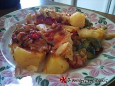 Great recipe for Sole fillet plaki. An amazing recipe for sole fillet plaki (in the oven with vegetables)! Recipe by Greek Recipes, Tray Bakes, Baked Potato, Potato Salad, Seafood, Good Food, Food And Drink, Fish, Baking