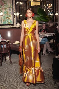The complete Johanna Ortiz Resort 2019 fashion show now on Vogue Runway. Vogue Fashion, Fashion 2020, Runway Fashion, Fashion News, High Fashion, Fashion Styles, Haute Couture Style, Catwalk Collection, Fashion Show Collection