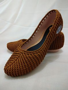 Rubber Sole for boots or tenis and sandals to crochet / suelas para botas o tenis y sandalias para tejer Crochet Shoes Pattern, Shoe Pattern, Crochet Sandals, Crochet Boots, Cute Slippers, Knitted Slippers, Spanish Shoes, Knit Shoes, Crochet Designs