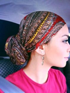 Do jeito fácil Bad Hair, Hair Day, Head Scarfs, Scarves, Muslim Fashion, Hijab Fashion, Vintage Street Fashion, Head Scarf Styles, Head Coverings