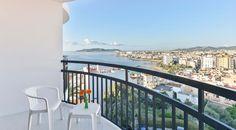 El Hotel Cenit está en una situación privilegiada. La mayoría de sus habitaciones con vistas al mar. #Ibiza #Eivissa #Baleares #Vacaciones #Holidays #Summer #Verano