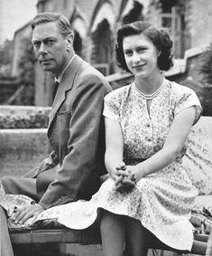 King George VI and Princess Margaret Rose of the United Kingdom. Princesa Margaret, Young Queen Elizabeth, Princess Elizabeth, Princess Margaret Young, Royal Monarchy, British Monarchy, British Family, British Royal Families, George Vi