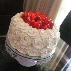 Chantininho delicioso, uma cobertura que  vamos aprender a fazer nessa receita de hoje.  Pense numa cobertura ou recheio, simplesmente divino!!  Serve para coberturas, recheios e cupcake, olha que maximo!!! Vamos fazer, então?  http://cakepot.com.br/chantininho-delicioso/