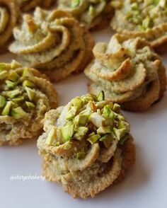 BISCOTTI AL PISTACCHIO Hi, today I propose you these super easy biscuits, very fast and made with only 4 ingredineti😜 They are ✔ gluten free ✔ lactose free ✔ without butter and ✔ without flour but I a Pistachio Cookies, Biscotti Cookies, Biscotti Recipe, Almond Cookies, Pistachio Biscotti, Italian Cookie Recipes, Italian Cookies, Italian Desserts, Chef Recipes