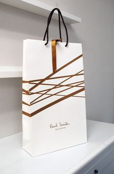papaer bag Design Print Graphic Fashion 紙袋 デザイン 印刷 グラフィクデザイン ファッション Fashion Packaging, Luxury Packaging, Bag Packaging, Fashion Branding, Packaging Design, Branding Design, Don Jon, Shoping Bag, Shopping Bag Design