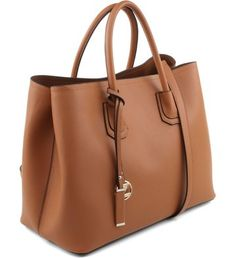 Our Top notch Take care of bags would be the most versatile style we have now and all have a easily removed shoulder buckle. Tote Handbags, Leather Handbags, Leather Bag, Stylish Handbags, Classic Handbags, Nude Bags, Luxury Purses, Fashion Bags, Purses And Handbags