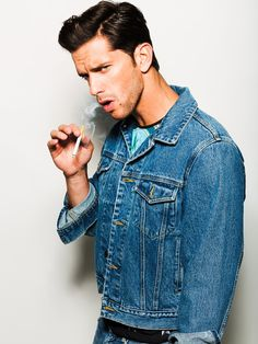 Oliver wears denim jacket Gap, shirt Zara and jeans Levi's. Men Smoking Cigarettes, Denim Button Up, Button Up Shirts, Smoking Celebrities, Man Smoking, Attractive Guys, Vaping, Gorgeous Men, Sexy Men