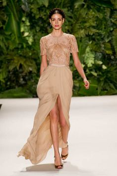 View the Naeem Khan Spring 2014 RTW collection. See photos and video of the S2014RTW runway show. Naeem Khan