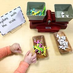 Invitation to play: Exploring with the scales Easter Craft Activities, Activities For 2 Year Olds, Math Activities, Easter Crafts, Kindergarten Classroom, Classroom Ideas, Reggio Emilia Approach, Math Measurement, Hands On Learning