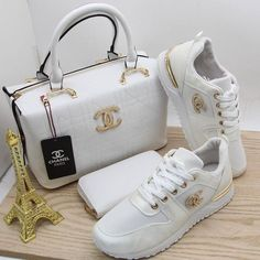 We also give tips on reselling handbags. Best Handbags, Chanel Handbags, Fashion Handbags, Purses And Handbags, Fashion Bags, Nice Handbags, Cheap Handbags, Best Purses, Cheap Purses