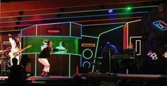 Daft Punk arrasa en los Grammy y ofrece presentación con invitado de lujo.