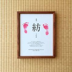 tohlさんはInstagramを利用しています:「娘の命名書が完成!手型と足型を取りたかったけど、手を開かせて取るのはなかなか至難の技。。やむなく両足の足型で完成させました。 足のサイズ約7cm。可愛すぎて仕方がない。#命名書 #我が家の額縁コレクション」 Newborn Photos, Baby Photos, Thank You Party, Baby Posters, Diy Bebe, Dream Baby, Welcome Baby, Baby Art, Baby Family