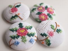 Cross stitch buttons made from an old table cloth Embroidery Needles, Floral Embroidery, Cross Stitch Embroidery, Embroidery Patterns, Quilt Stitching, Cross Stitching, Cross Stitch Designs, Cross Stitch Patterns, Fabric Jewelry