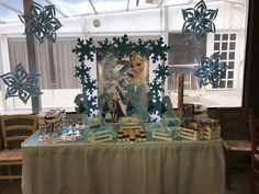 Sofias frozen birthday party candy bar #frozen #party #decoration #candybar #handmade #snowflakes #cupcakes #cakepops #edsnowflakes #popcorn