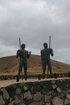 Desde las Islas Canarias  ..Fotografias  : Aborígenes Canarios....Arte en las Calles ....Mira...