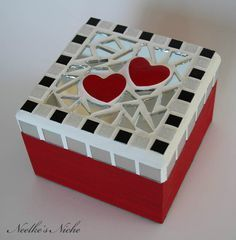 Discover thousands of images about Decorative mosaic box por NeelkesNiche en Etsy Mirror Mosaic, Mosaic Art, Mosaic Glass, Mosaic Tiles, Mosaic Crafts, Mosaic Projects, Projects To Try, Record Crafts, Mosaic Stepping Stones